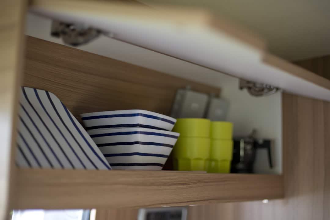 EN-MQ_Interior_06_plates-in-cupboard_1080x720