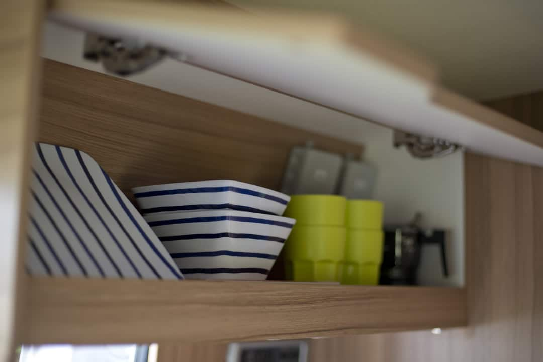 EN-MQ_Interior_06_plates-in-cupboard_1080x720