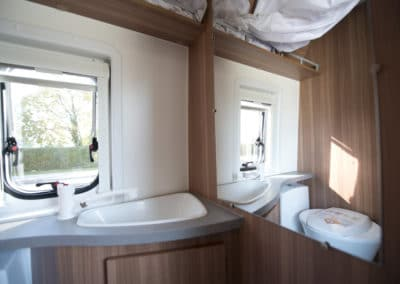 EN-MQ_Interior_12-bathroom-sink-mirror_1080x720